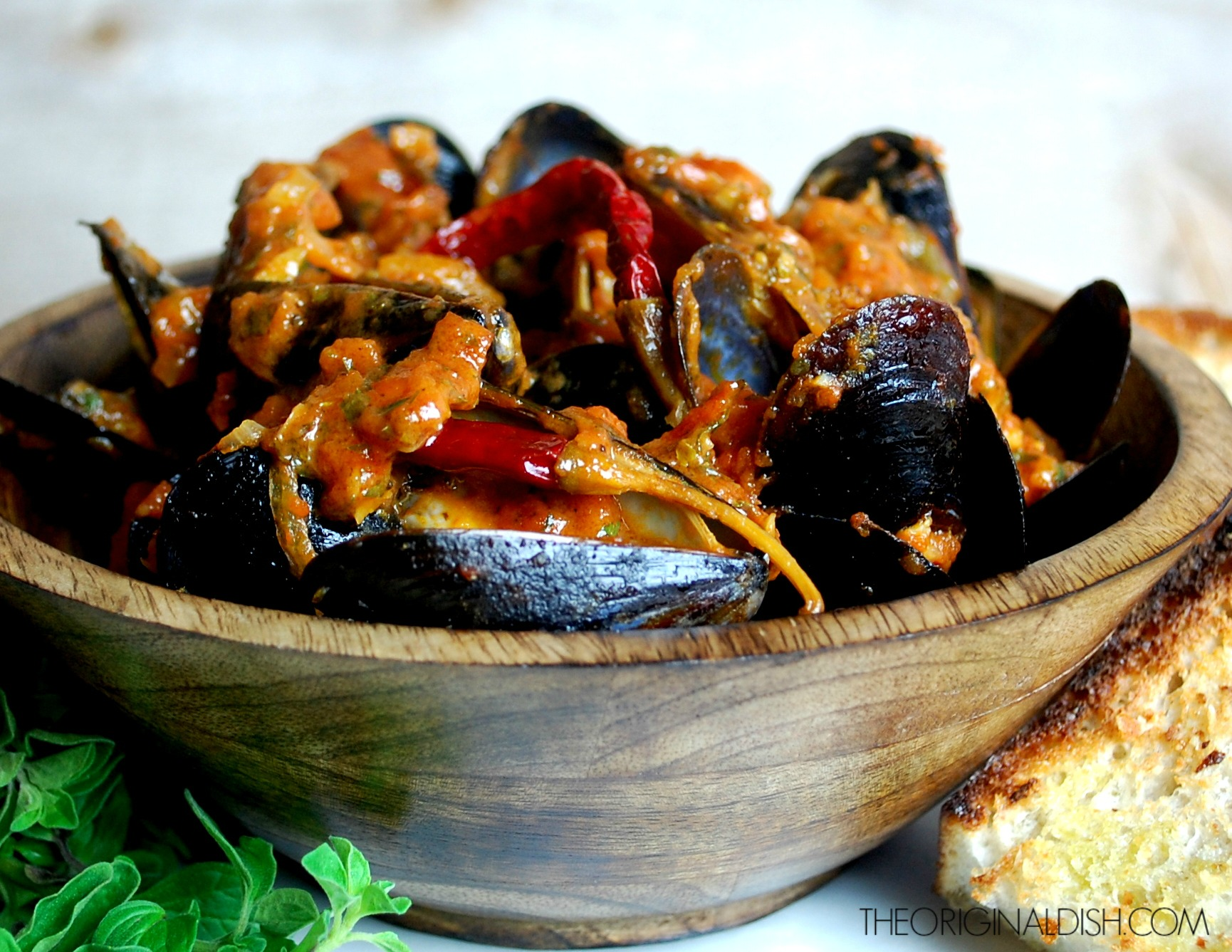 Steamed Mussels in Spicy Tomato-Wine Broth with Crusty Garlic Bread ...
