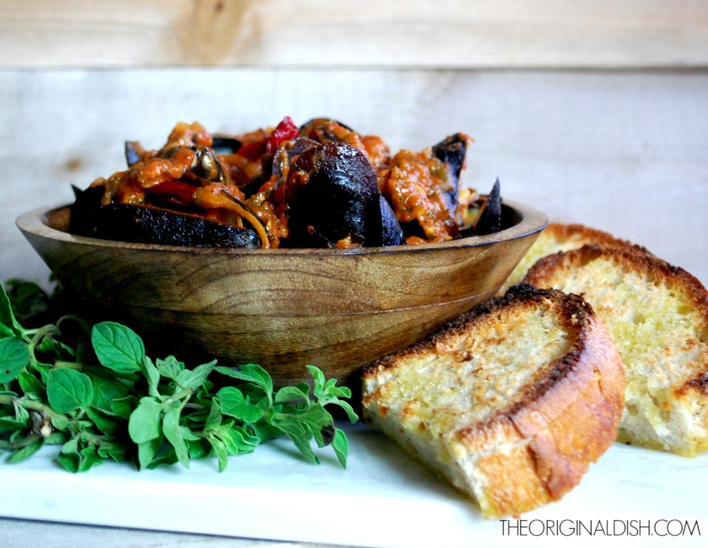 Steamed Mussels in Spicy Tomato-Wine Broth with Crusty GarlicBread